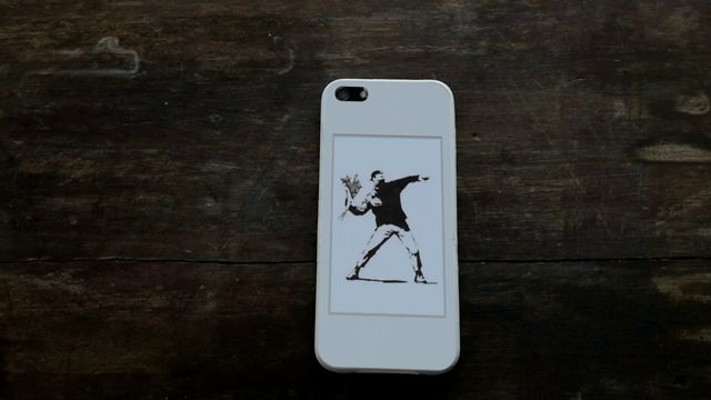 Con popSLATE l'iPhone 5 può avere un secondo schermo e-ink (video)