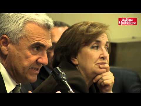 Tumori e rifiuti in Campania: calci e sputi contro la macchina di Balduzzi