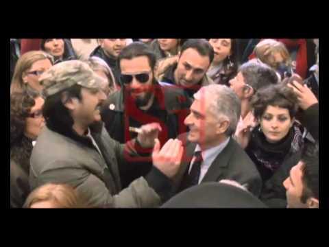 """Rifiuti, Balduzzi contestato in Campania. Il ministro: """"Non c'è nesso coi tumori"""""""
