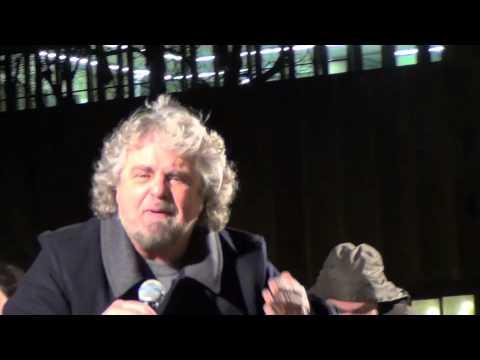 """Mps, Grillo accusa il Pd: """"Sono i veri responsabili: hanno spolpato la banca"""""""