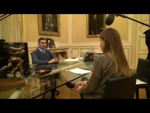 Intervista integrale Pizzarotti a Servizio Pubblico