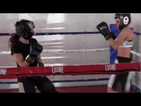 """Kickboxing, boom delle donne coi guantoni: """"Così ci difendiamo da sole"""""""