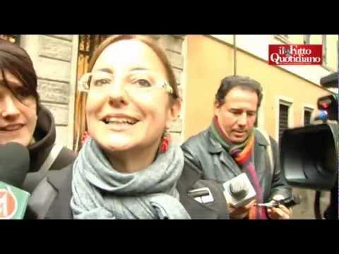 """Incontro PD-M5S, """"La iena"""" Lucci bracca la Lombardi ed è caos (12/03/2013)"""